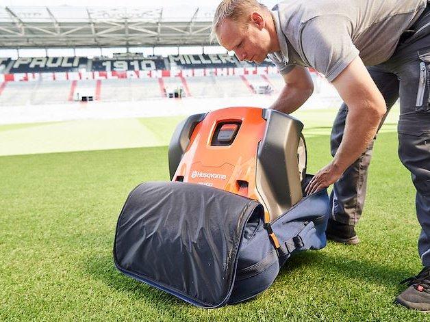 Top-Verpflichtung: Roboter für den St. Pauli-Rasen