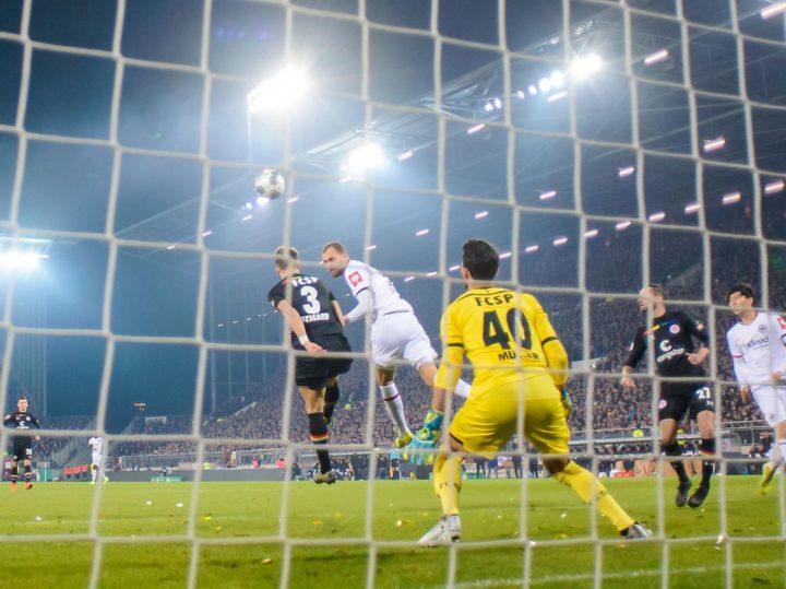 Pokal-K.o: Nach Horror-Start: Bittere St. Pauli-Pleite gegen Frankfurt