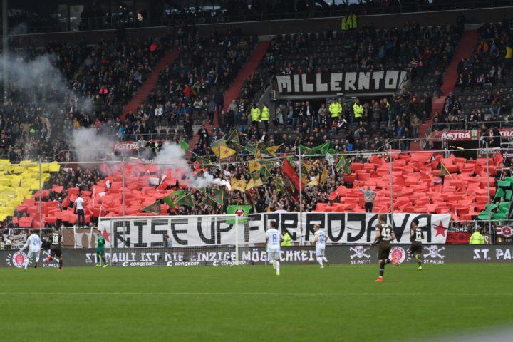 Anti-Kriegs-Choreo der St. Pauli-Ultras
