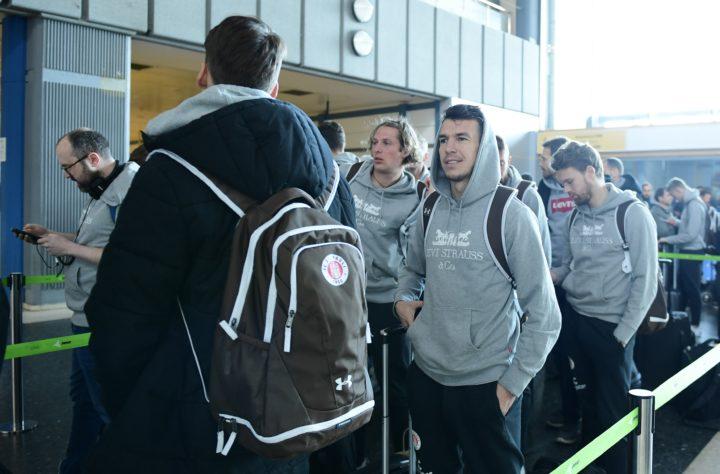 Für 40.000 Euro! St. Pauli chartert Flieger für die Heimreise