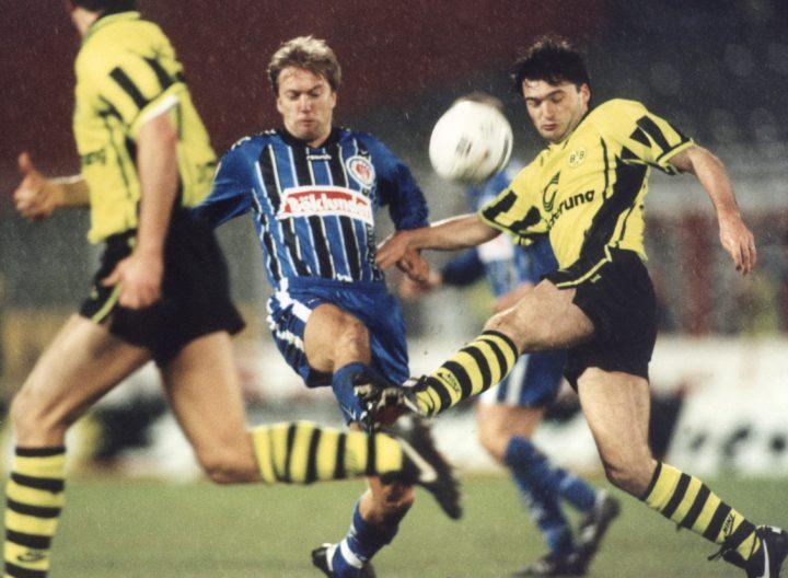 Heute vor 23 Jahren: Darum spielte St. Pauli in blauen Trikots