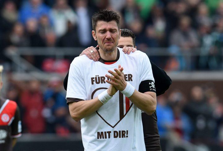 Tränenreicher Abschied! St. Pauli-Fans feiern Kapitän Fabian Boll