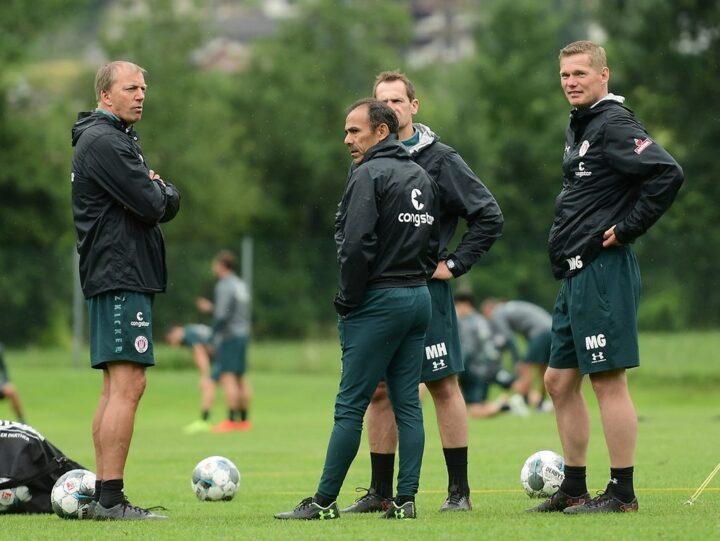 Spieler und Trainer: Zahlreiche Jobs beim FC St. Pauli gefährdet