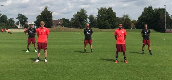 Hier leitet Trainer Timo Schultz sein erstes St. Pauli-Training