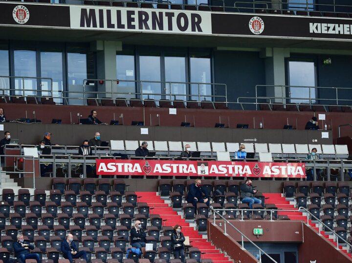 Wie St. Pauli-Boss Göttlich und die Fanszene zum Heimauftakt stehen