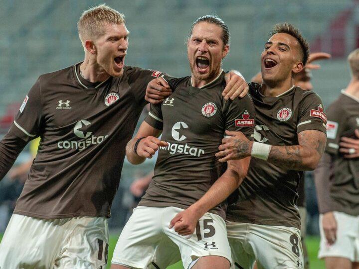 Tor und Baby-Jubel: St. Paulis Linksverteidiger bringt seinen Trainer zum Staunen
