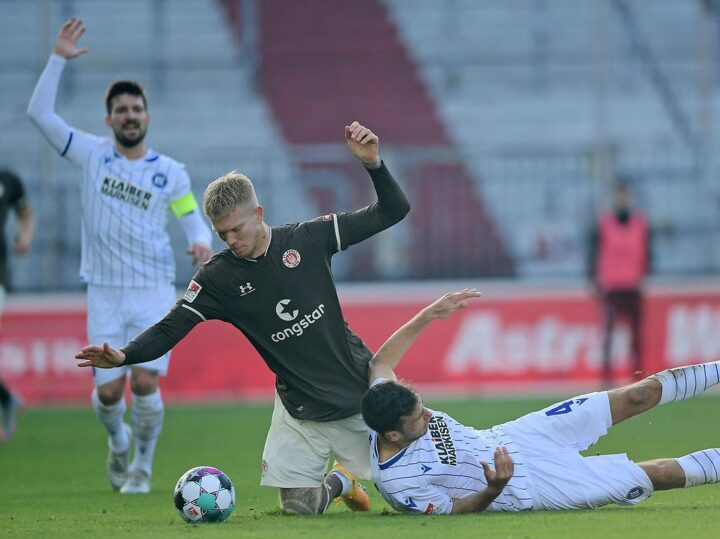 """""""Das sind nicht wir"""": St. Pauli-Trainer Schultz nach Klatsche irritiert"""