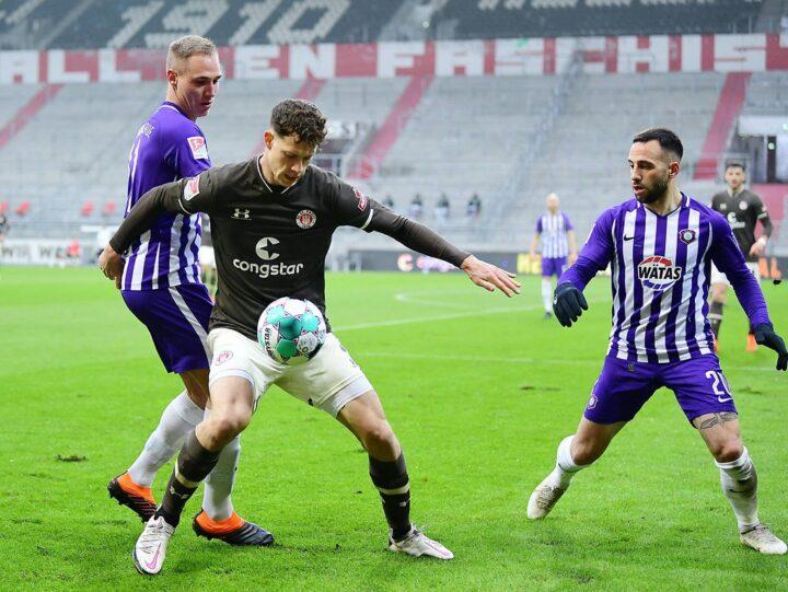 St. Pauli-Sportchef schwärmt von zwei Verteidigern