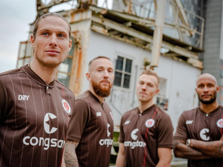 "Tolle Aktion! St. Paulis Promi-Fans unterstützen das ""DIIY""-Trikot"