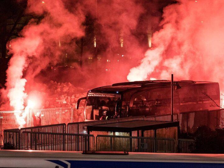 Fan-Aktion: St. Paulis heiße Pyro-Show auf dem Heiligengeistfeld