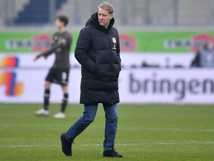 """""""Vor Schmerzen gekrümmt"""": So sehr litt St. Pauli-Trainer Schultz in Heidenheim"""