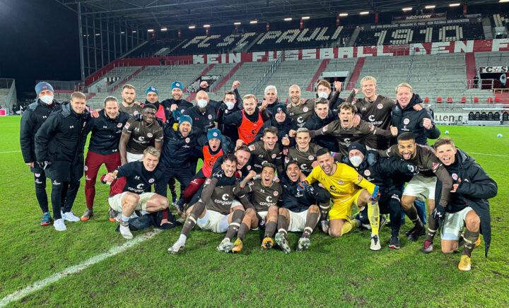 Wie in Heidenheim: St. Pauli feiert nach Sandhausen-Sieg mit Teamfoto