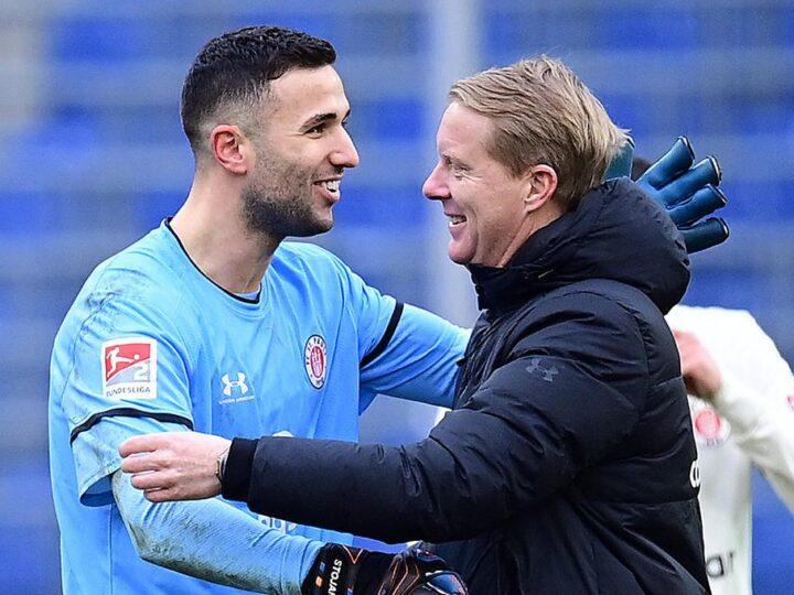"""St. Paulis Trainer Schultz hat """"gar kein Verständnis"""" für Kritik an Stojanovic"""