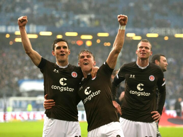 Derby-Sieger mit St. Pauli: Flum ist Spitzenreiter und träumt vom Aufstieg