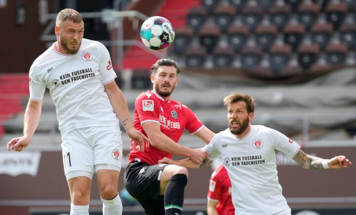 Viele Spieler, wenig Platz: Munteres Treiben in St. Paulis Abteilung Attacke