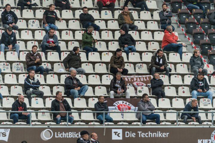 Kommentar: Das falsche Spiel bei Hamburgs Fan-Rückkehr in die Stadien