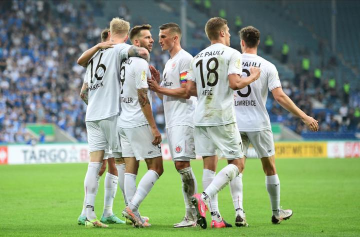 """Sieg im """"Hexenkessel"""": St. Pauli trotz Weiterkommen nicht ganz zufrieden"""