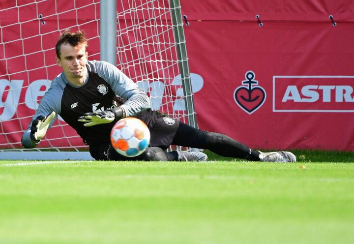 Beim Training dabei: St. Pauli testet Ex-Schalke-Torwart