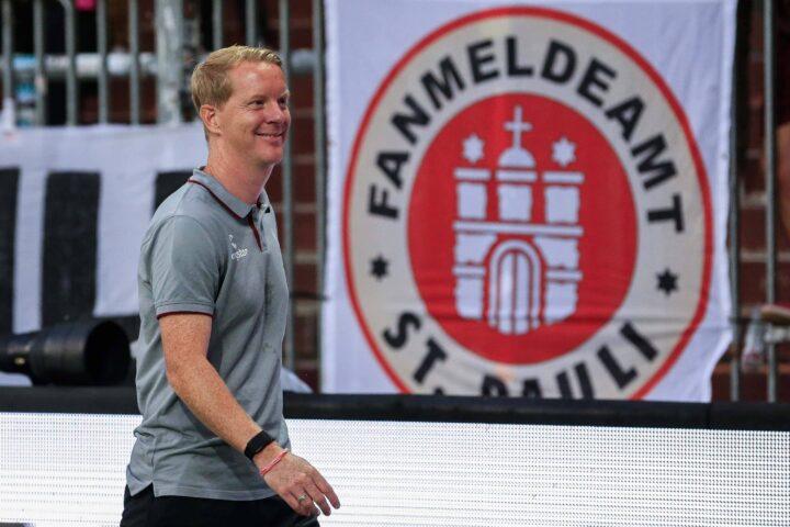 Zum Geburtstag: St. Pauli-Trainer Schultz kann auf wildes Jahr zurückblicken