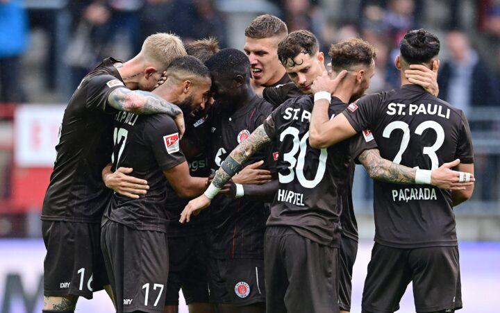 Jetzt im Liveticker: So läuft es für den FC St. Pauli beim Karlsruher SC