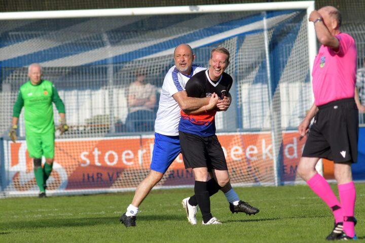 """Kurios: St. Pauli-Trainer Schultz feiert """"Länderspiel-Debüt"""""""