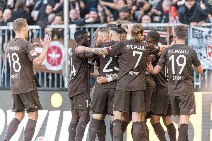 Noch vor einem Jahr am Boden – Jetzt jagt St. Pauli Rekord um Rekord